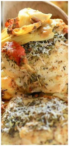 Italian chicken ~ A simple easy combination of artichokes, tomatoes and herbs. Topped with chicken and right in the oven it goes! Cast Iron Chicken, Italian Baked Chicken, Eat More Chicken, Artichoke Chicken, Winner Winner Chicken Dinner, Cast Iron Cooking, Most Popular Recipes, Dinner Is Served, Artichokes