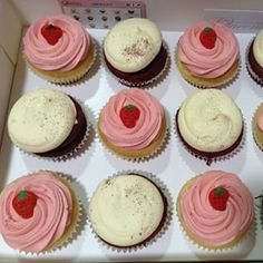 Strawberry cupcakes + red velvet! We just love seeing what you pick! #thecupcakequeens #whatsyourflavour