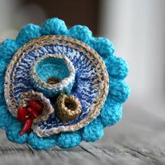 crochet brooch (made in 2008)