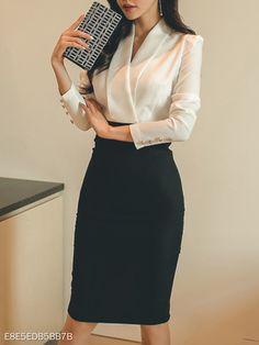 V-Neck Color Block Bodycon Dresses - Work Outfits Women Casual Work Outfits, Business Casual Outfits, Business Attire, Mode Outfits, Office Outfits, Work Attire, Classy Outfits, Chic Outfits, Business Clothes For Women