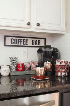 A GORGEOUS home tour full of classic Christmas decor. A GORGEOUS home tour full of classic Christmas decor.littlehouseof… A GORGEOUS home tour full of classic Christmas decor. Retro Home Decor, Easy Home Decor, Christmas Home, Home Decor Accessories, Classic Christmas Decorations, Kitchen Decor, Cheap Home Decor, Apartment Decor, Sweet Home
