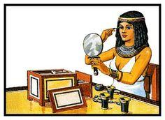 Tanto los hombres como las mujeres usaban aceites para los ojos que se hacían con minerales molidos. Empleaban mucho tiempo en adornarse con cosméticos, telas finas y pelucas.