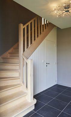 Trap + ruimte onder trap. Wc?