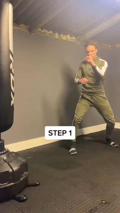 Fitness Workouts, Gym Workout Tips, Mixed Martial Arts Training, Martial Arts Workout, Self Defense Moves, Self Defense Martial Arts, Martial Arts Techniques, Martial Arts Videos, Martial Arts Women