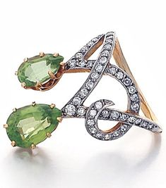 An Edwardian Peridot and Diamond Ring, Circa Platinum over gold, designed as two asymetrically placed prong-set peridot pear-shaped drops flanked by scrolls set with single cut diamonds. An identical ring is illustrated in Henri Vever, Edwardian Jewelry, Antique Jewelry, Vintage Jewelry, Edwardian Ring, Edwardian Fashion, Jewelry Shop, Jewelry Design, Fashion Jewelry, Jewellery