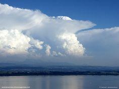 Lac de Neuchâtel Nuages Cumulonimbus Capillatus Incus