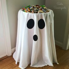 A staple in 1970s homes, a vintage barrel stand is easily repurposed into a ghost Halloween candy bowl stand- without doing anything permanent!