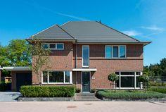 Villa Lienden is een typische jaren '30 villa met rode steen en grote dakoverstekken. Deze royale villa biedt veel wooncomfort en is geheel naar eigen...