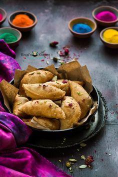 Mawa Gujiya (Mawa Karanji) popular during Holi. Mawa Gujiya rich delicious in taste. Mawa Gujiya packed with dried fruits, coconut and milk solids (Mawa). Indian Dessert Recipes, Indian Sweets, Ethnic Recipes, Holi Recipes, Stuffing Ingredients, Comida India, Burfi Recipe, Cooking Photos, Vegan Meal Prep