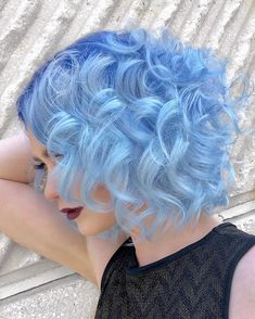 65 Iridescent Blue Hair Color Shades & Blue Hair Dye Tips - 65 Iridescent Blue Hair Color Shades & Blue Hair Dye Tips – Glowsly - Short Blue Hair, Dyed Hair Blue, Short Curly Hair, Curly Hair Styles, Colored Short Hair, Pastel Blue Hair, Short Curls, Curly Girl, Hair Color Balayage