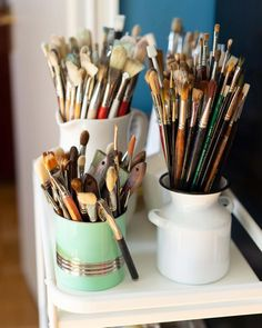 Not quite ready to show what I've been working on, so here comes another glimpse on my tools of the trade🎨... #brushes #painting #studiolife #artstudio #toolsofthetrade #oilpainting #artistsoninstagram #artsupplies #paintbrushes