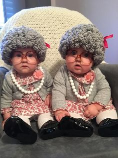 Old Lady Costume WITH non-prescription Glasses Old Lady Wig Granny Wig Grandma Costume Day of School Cute Baby Halloween Costumes, Twin Halloween, Easy Diy Costumes, Cute Costumes, Costume Ideas, Halloween Party, Baby Kostüm, Cute Baby Girl, Cute Babies