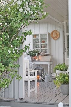 ღღ Definitely my image of the day today! Super pretty and relaxing summer house style space by VIBEKE DESIGN Outdoor Rooms, Outdoor Gardens, Outdoor Living, Outdoor Decor, Porch Veranda, Porch And Balcony, Style Cottage, Farmhouse Style, White Cottage