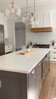 Small Space Kitchen, Kitchen Room Design, Modern Kitchen Design, Kitchen Layout, Home Decor Kitchen, Interior Design Kitchen, Kitchen Living, New Kitchen, Home Kitchens