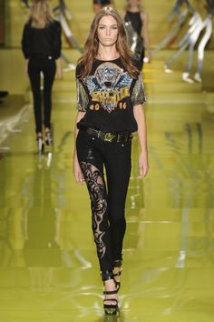 Versace Spring 2014 #runway #fashion #zappos