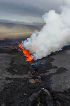 Volcanic eruption 2014 #Iceland #holuhraun #volcano Amazing forces of nature! photos.gudmann.is