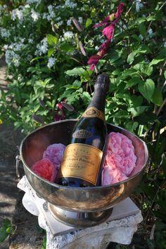 Veuve Cliquot Ponsardin auf La Gioiella Veuve Cliquot, Tuscany, Barware, Bucket, Buckets, Tuscany Italy, Aquarius, Drinkware