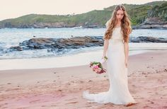 Vestido de Noiva Estilo Boho Chic - Ensaio fotográfico Magnólia Noivas com locação no Atlântico Búzios