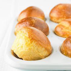 Brioche Tupperware Ingrédients pour 6 personnes • 350 g de farine • 100 g de sucre • 1 sachet de levure chimique • 2 œufs • 25 cl de crème épaisse • 40 g de beurre Calories = Elevé