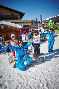 Im wahrsten Sinne des Wortes junge Experten – in den YoungXpert-Kursen der Snowacademy in #Saalbach verfeinern Kinder ihre Technik beim #Skifahren. Skiing, Wrestling, Learning, Sports, Ski, Guys, Viajes, Don't Care, Sport