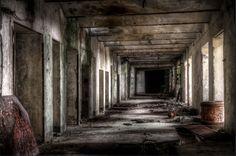 Nella centrale abbandonata: il fascino dell'archeologia industriale