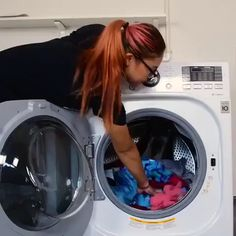 This hack will make doing laundry a breeze - Hochzeitstipps Doing Laundry, Laundry Hacks, Amazing Life Hacks, Useful Life Hacks, Hacks Videos, Diy Videos, Videos Video, Hacks Diy, Cleaning Hacks