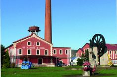 La Lechera Montañesa El mejor ejemplo de arquitectura industrial del siglo XIX en Cantabria fue la sede durante más de dos décadas de la Feria de Muestras Regional.