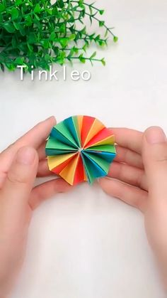 DIY Infinite Flip Fun Toy Use paper to make the infinite flip toy, super interesting! Save it, try t Diy Crafts Hacks, Diy Home Crafts, Diy Arts And Crafts, Cute Crafts, Crafts To Do, Creative Crafts, Crafts For Kids, Diy Crafts Useful, Instruções Origami