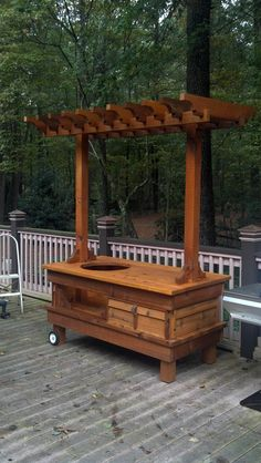 Big Green Egg Table - Cedar,cool with the pergola top Big Green Egg Outdoor Kitchen, Big Green Egg Table, Big Green Egg Grill, Outdoor Kitchen Patio, Green Eggs And Ham, Outdoor Kitchen Design, Outdoor Living, Green Egg Recipes, Grill Table