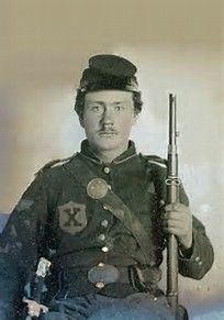 Writing In Case Too Rapid Heat Dissipation Objective Union Soldier Ambrotype W/ Enfield Rifle And Unusual Pose Militaria