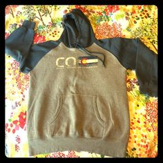 """Colorado hoodie Very gently used (worn maybe five times) and in great condition. Purchased in Idaho Springs, Colorado. Has a faded CO, along with a faded state flag, and says """"Rocky Mountains"""" and """"Colorado"""" underneath. Tag says XL, but it seems smaller to me. Probably baggy-ish on a medium and fit a large. Prairie Mountain Tops Sweatshirts & Hoodies"""