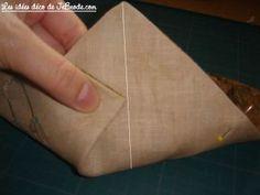 Mini-atelierTop-chrono: Vide-poches en origami Pochette Portable Couture, Arts And Crafts, Point, Quilting, Vanity, Diy, Crochet, Molde, Debutante