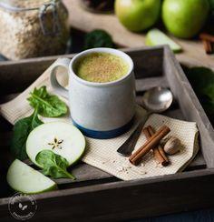 Receta de Batido Verde Caliente con Manzanas y Dátiles (Que Te Recordará al Pastel de Manzana)
