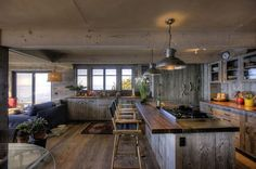 Top 10 Beautiful Rustic Kitchen Interiors For A Warmth Cooking Experience