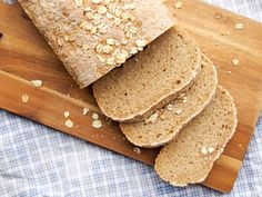 Jeg baker og jeg baker mye . En ting er at hjemmebakt brød så klart smaker utrolig mye bedre enn de du kjøper på butikken, en annen ting er at du styrer unna en del tilsettningsstoffenedu ikke trenger og kan tilsette alle mulige godsaker du heller trenger. Nøtter, frø, …