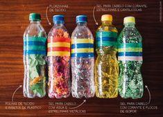 Cinco garrafas pet de plástico preenchidas por diferentes materiais, como pedaços de tecido colorido, gel para cabelo, estrelinhas e papel, entre outros. Infant Activities, Activities For Kids, Frozen Bday Party, Rainbow Slime, Discovery Bottles, Baby Growth, Sensory Bottles, Montessori Baby, Backyard For Kids