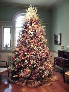 One of Winterthur's Christmas tree with dried flowers