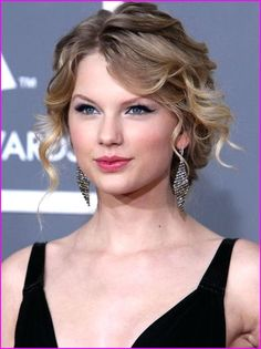 ideas for wedding hairstyles curly updo bridesmaid taylor swift Curly Hair Updo, Short Curly Hair, Curly Hair Styles, Wavy Hair, Short Wavy, Short Pixie, Curly Up Do, Curly Bangs, Loose Hairstyles