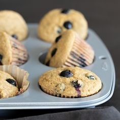 Healthy blueberry muffins, made with applesauce, yogurt, oats and big, beautiful blueberries and no added fat or refined sugars. Gluten Free Pastry, Gluten Free Muffins, Gluten Free Cakes, Gluten Free Baking, Gluten Free Recipes, Gf Recipes, Soup Recipes, Recipies, Healthy Blueberry Muffins
