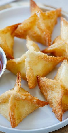 "Previous Pinner said: ""The best, easiest, super crispy crab rangoon or cream cheese wonton recipe EVERQ Quick, fool-proof & a zillion times better than Chinese takeout 