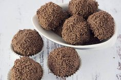 Who doesn't love Baileys and chocolate. These Baileys chocolate truffles are quick, easy and delicious. A perfect treat or kitchen gift for friends & family