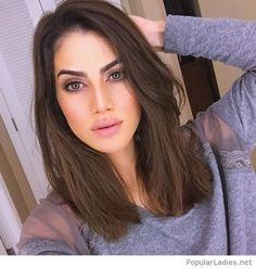 Brown hair, rose makeup