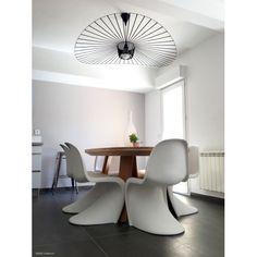 le showroom petite friture avec la somptueuse suspension vertigo disponible sur http www. Black Bedroom Furniture Sets. Home Design Ideas