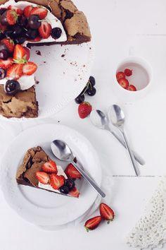 Prajitura cu ciocolata (fara faina) si crema de mascarpone/Flourless Chocolate cake   Pasiune pentru bucatarie