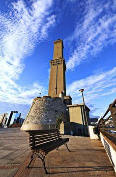 E' l'avamposto di Genova sul mare, è il simbolo della città che si è abituati ad ammirare da terra e che quando si naviga diventa decisiva per orientare la rotta. Molto più di rado accade che il punto di vista si ribalti e che il faro venga utilizzato come punto di osserv My Town, Willis Tower, Terra, World, Building, Places, Lighthouses, Travel, Beautiful