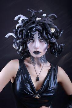 Medusa by elenasamko on DeviantArt Medusa Halloween Costume, Halloween Makeup Looks, Adult Halloween, Madusa Costume, Medusa Makeup, Medusa Costume Makeup, Medusa Hair, Creepy Makeup, Steam Girl