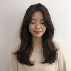 ☁️ The mood of the winter breeze Hair Layered Firm Firm -It's a comfortable and … Haircuts For Medium Hair, Medium Hair Styles, Short Hair Styles, Curled Hairstyles, Pretty Hairstyles, Ulzzang Hair, Long Hair Cuts, Layered Hair, Hair Lengths