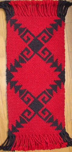 Ply-split rug by Linda Hendrickson. Cords made from rug wool. Worked entirely in SCOT (single-course oblique twining). Wool Rug, Bohemian Rug, Braids, Weaving, Crochet, Diy, Gloves, Scarves, Blue Prints