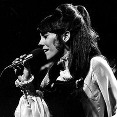 Karen Carpenter. Exquisite voice.