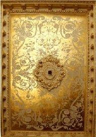 gold leaf ceiling #celebstylewed #wedding #bridal